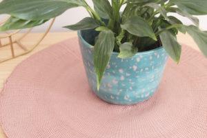 Detalle del macetero tache realizado a mano en cerámica