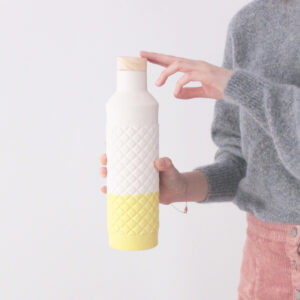 Botella mono amarilla